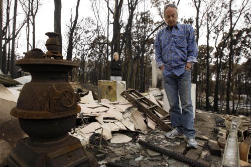 Australany po návratu domů vítají spáleniště