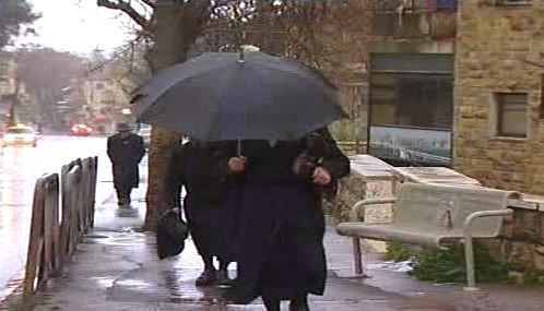 Izraelské volby poznamenalo špatné počasí