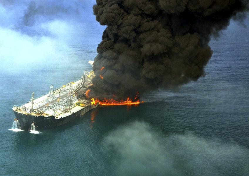 Hořící tanker
