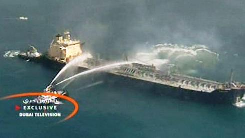 Hořící nákladní loď