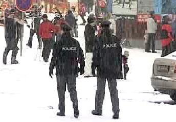 Strážníci mezi lyžaři