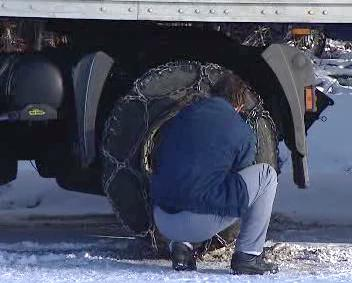 Nasazování řetězů na kamion