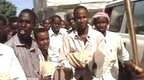 Somálci nesou zavražděného novináře
