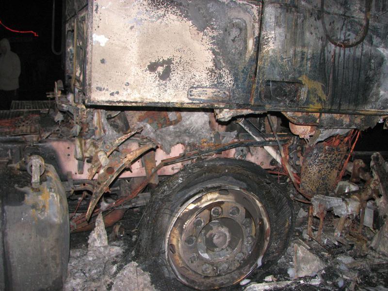 Vrak kamionu po požáru