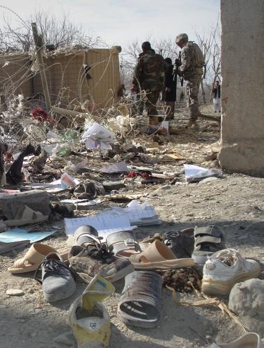 Následky sebevražedného atentátu v Afghánistánu