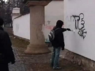 Zadržený sprejer odstraňuje kresby