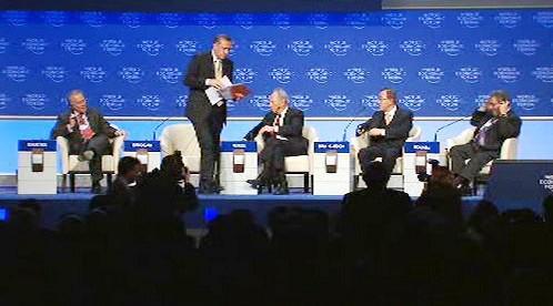 Turecký premiér odchází z pódia v Davosu