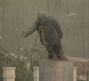 Pád sochy Saddáma Husajna