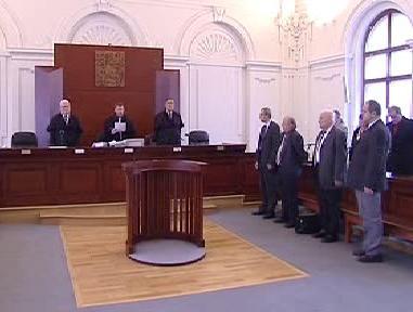 Soud v případu vytunelování Valcoven trub Chomutov