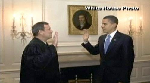 Barack Obama skládá slib v Bílém domě