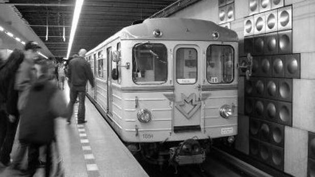 První vlak metra
