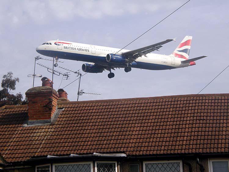 Provoz nad vesnicí Heathrow