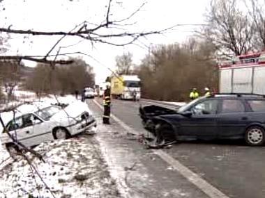 Nehoda dvou osobních automobilů