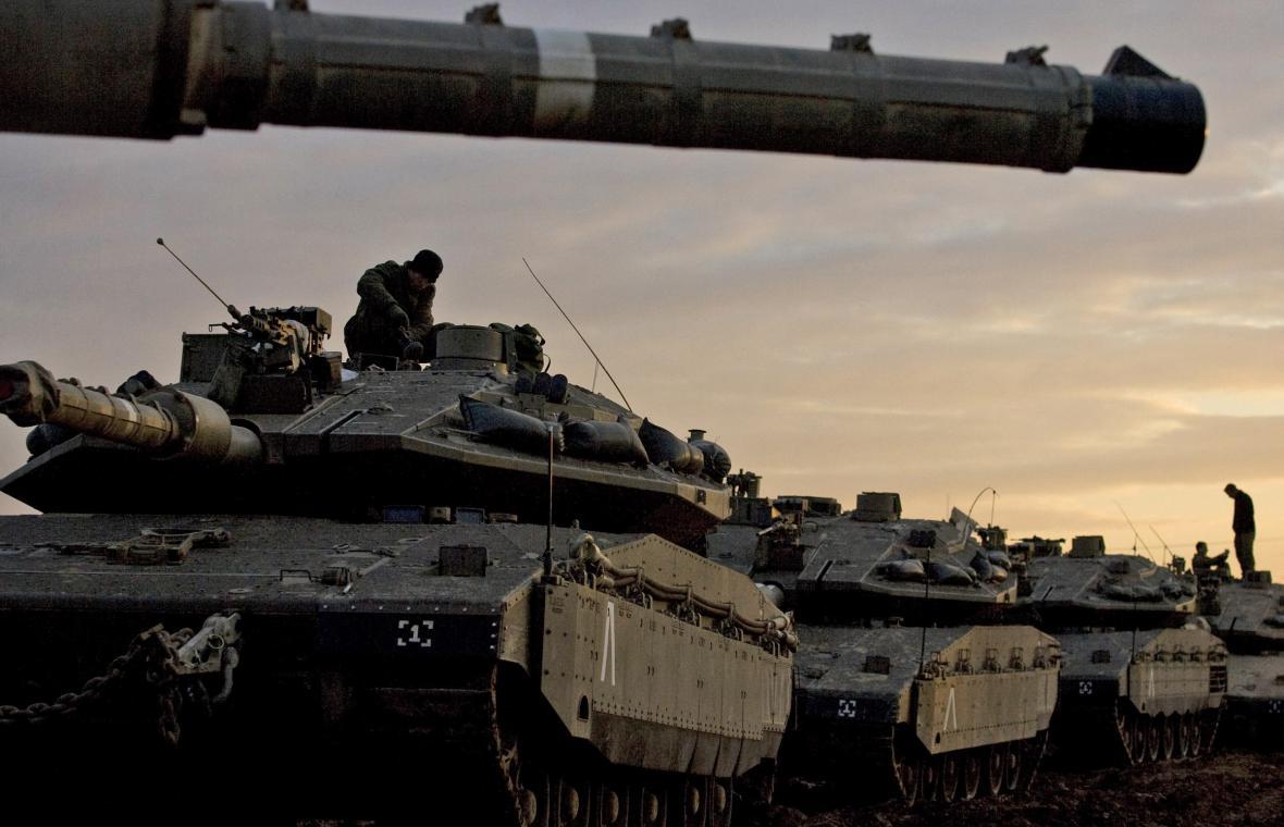 Izraelské tanky míří do Gazy