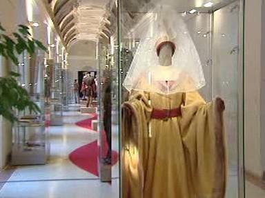 Model z výstavy středověkých oděvů
