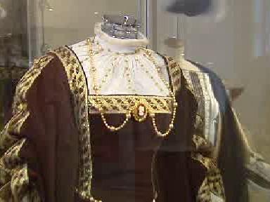 Detail středověkého šatu