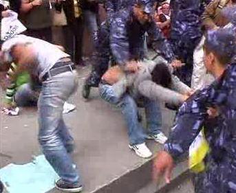Policisté rozhánějí demonstranty