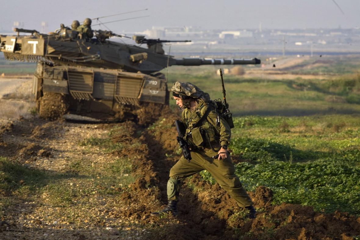 Izraelští vojáci v blízkosti hranic s Gazou