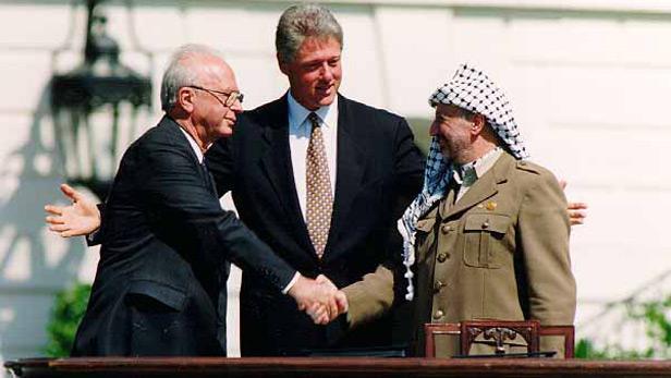 Setkání J. Rabina, B. Clintona a J. Arafata