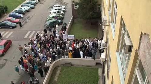 Demonstrace před Úrazovou nemocnicí
