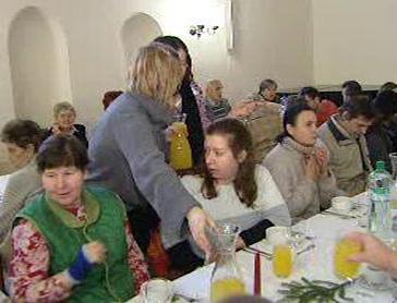 Vánoční oběd pro chudé a osamělé lidi