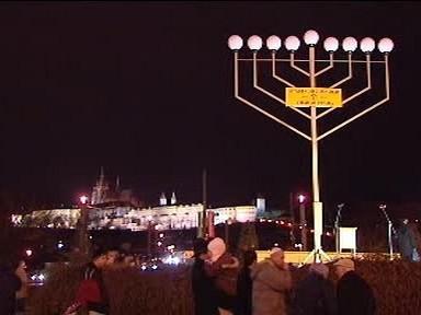 Osmiramenný svícen v Praze