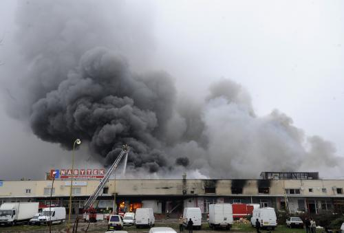 Ničivý požár v Praze - Libuši
