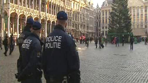 Policisté na bruselském náměstí