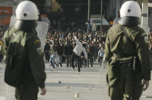 Policisté čekají na útok studentů