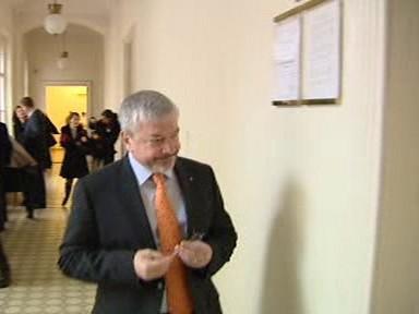 Vladimír Železný přichází k soudu