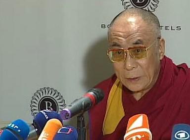 Dalajlama na tiskové konferenci
