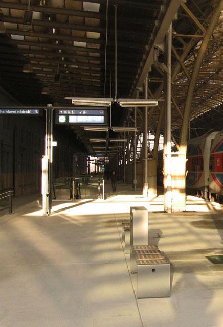 Nástupiště Wilsonova nádraží