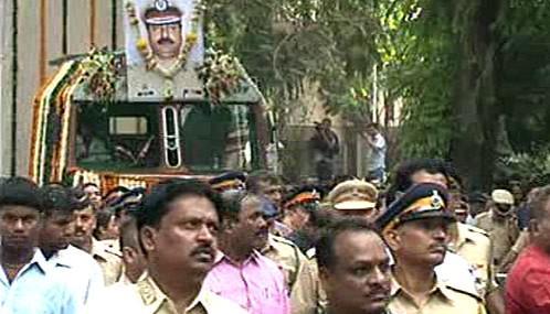 Pohřeb oběti teroristického útoku v Bombaji