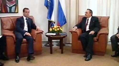 Dmitrij Medveděv a Raúl Castro