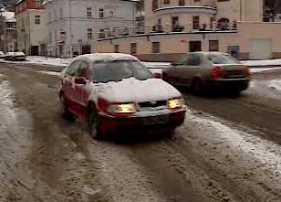Rozbředlý sníh na vozovce