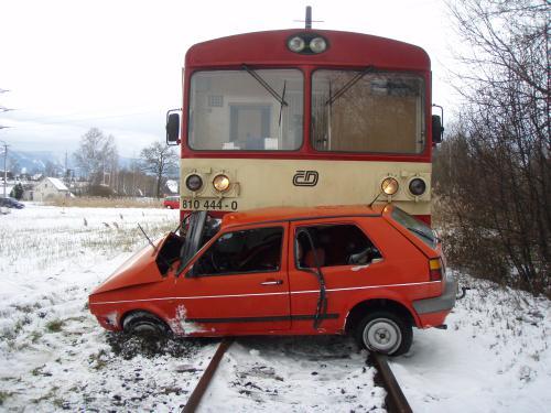 Srážka auta s vlakem