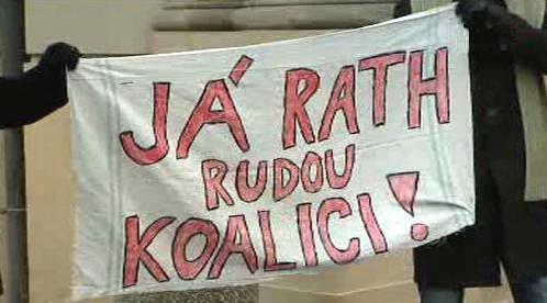 Demonstrace proti Davidu Rathovi