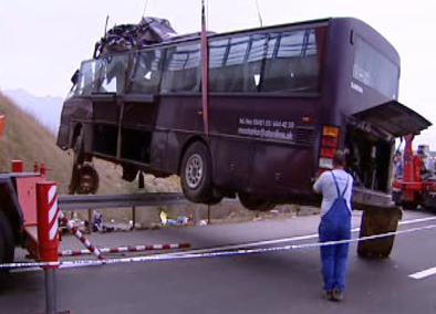 Vrak autobusu po nehodě