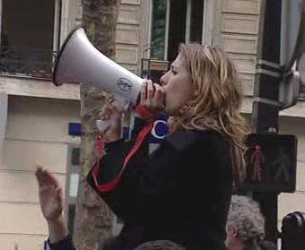 Demonstrující studentka ve Francii
