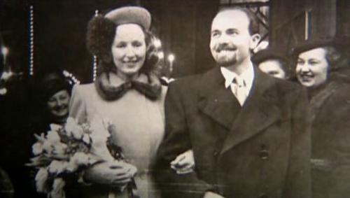 Pavel Tigrid s manželkou na dobové fotografii