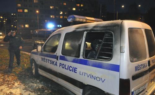 Ohořelé policejní auto