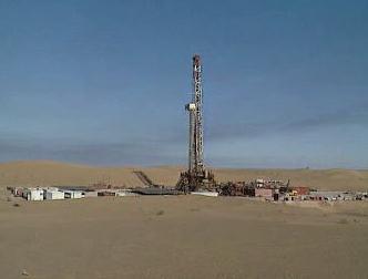Těžba ropy v poušti