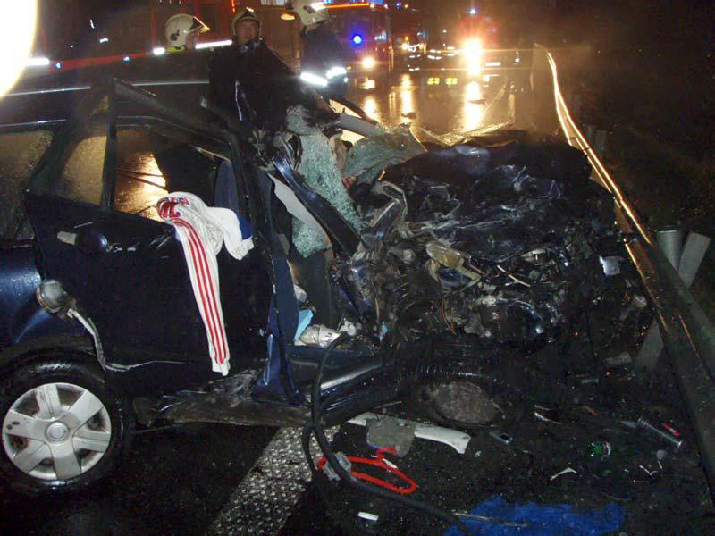 Auto po srážce s kamionem