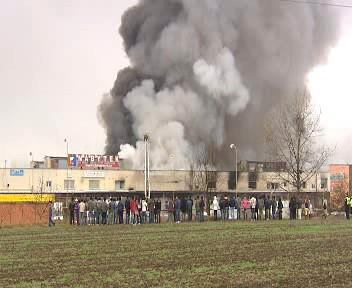 Ničivý požár v Praze Libuši