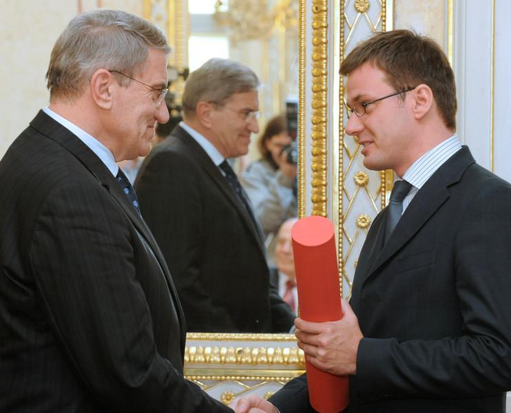 Ministr Liška předává cenu