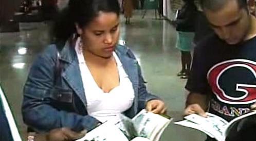 Kubánci s novou knihou Fidela Castra
