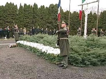 Vojáci u památníku