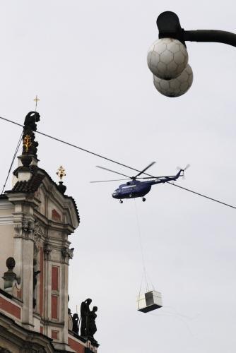 Vrtulník převážející kontejner