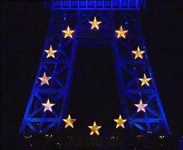 Eiffelova věž s evropskými hvězdičkami