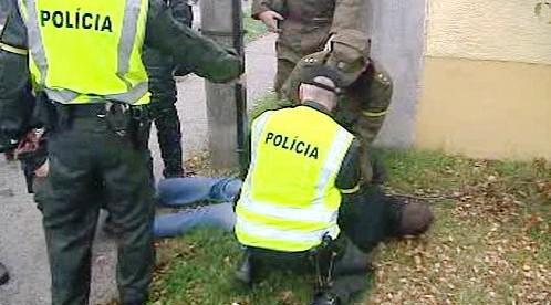 Zásah policie proti fotbalovým fanouškům